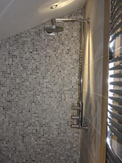 Wet room with drench shower