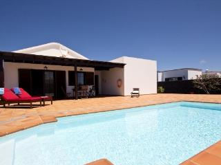 Villa Candido Deluxe with private pool 3 bedrooms, Guime