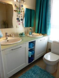 Master on suite with twin sinks - great sea view from the loo! :-) 2014