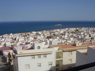 Vista al exterior,fenomenal brisa del mar,sitio ideal para comer o cenar bien acompañado