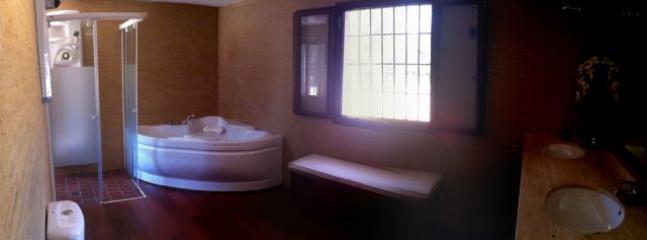 Cada dormitorio tiene su baño incorporado.