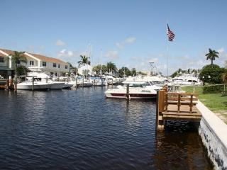 Waterfront Villa 1 m to beach, walk to Golf course, Pompano Beach