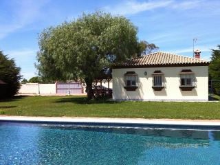 Chalet con Piscina salada privada, barbacoa, jardin, 3 dormitorios y 2 banos
