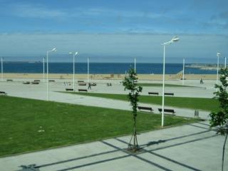 10 linea Playa Poniente, Gijon, con vistas al mar