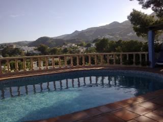 piscina vista a la montaña