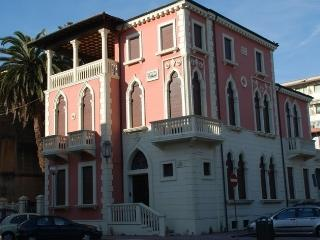Elegant 2nd floor apartment in historic Tuscan hou, Viareggio