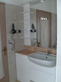 Ampio bagno in camera