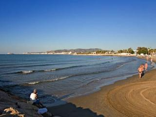 Al lado de la playa.