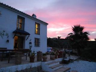 Cortijo de 4 dormitorios con piscina en Alora, cerca de Caminito del Rey
