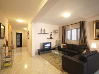 Air-conditioned Apartment para 8- 10 persons, Haz-Zebbug