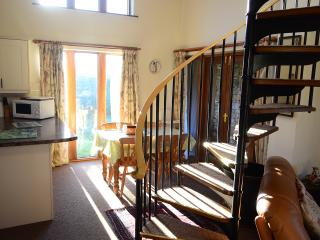 26-28 Aug 3nights £300 pets welc, wine and chocs,logs for fire,super views.
