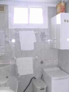 Shower room with washing machine; towels provided