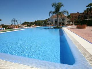 1388 - 2 bed apartment, Duquesa Village, Estepona