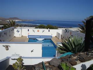 Villa Famara with sea views and  private pool