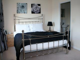 Master En-Suite Bedroom