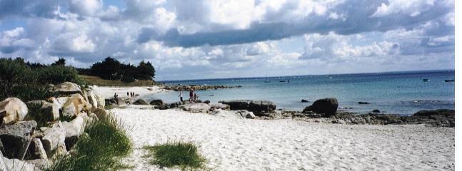 PLAGE de sable et de rochers  à 50 Mètres