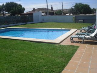 large child- friendly pool, with full width walk in