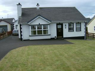 ERNE CAUSEWAY COTTAGE, Portaferry