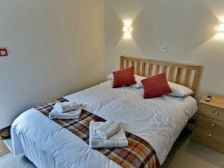 The Byre ensuite double bedroom