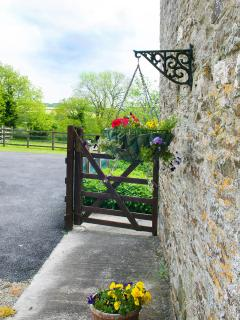 Welcome - spacious car parking space near to your cottage