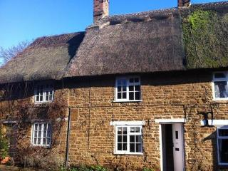 Hooky Cottage, thatched cottage in Hook Norton