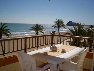 1ª línea de playa, vistas al mar, 3 habitaciones, parking, buenas piscinas, Peniscola