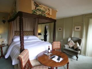 1 of the 9 fourposter bedrooms