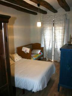 Dormitorio con cuna-grande