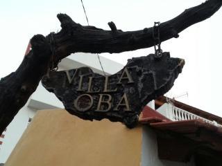 Villa Oba, Frontera