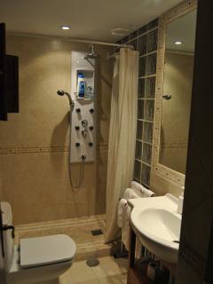 cuarto de baño uno de cuatro