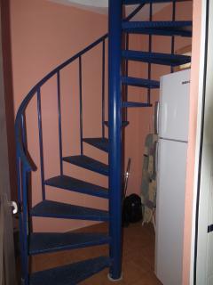 escalera acceso solarium desde cocina