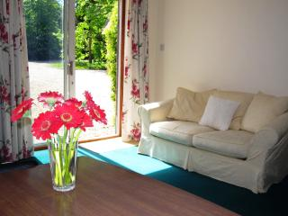 Relaxing and peaceful annexe apartment situated on a private quiet lane.