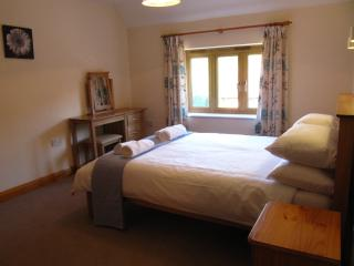 Jasmine Cottage, Private Hot Tub,  Super-fast WiFi, Family Friendly, sleeps 7, Woolland