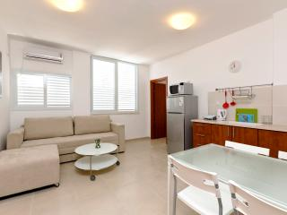 Modern Apartment  by The Sea, Bat Yam