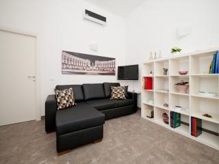 NICE apt central location @ TREVI & SPANISH STEPS, Rome