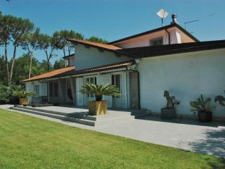 Villa oasi close to The Sea of Versilia, Cinquale