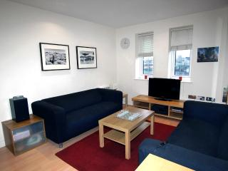 1-bedroom apt with gym, sauna and a steam room, 30 mins away from central London