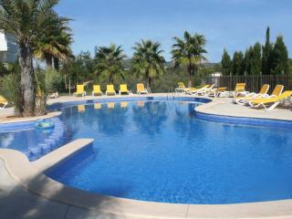 Cala D'Or nr Marina nicely furnished 2 bed Apartment with large grassed garden