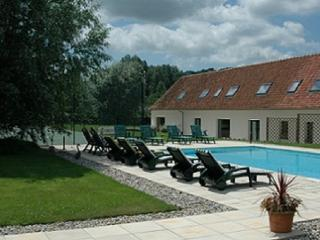Holiday house with pool and tennis court, Sempy