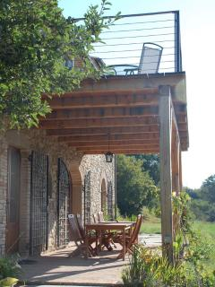 Pergola and balcony: outdoor dining and seating, with nearby barbecue.