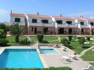 Apartamento con piscina a 50 mts.  de la playa de Cala en Forcat, piscina y WIFI