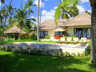 """Pantai"" at Kubu Indah - private OCEAN FRONT villa with infinity pool"