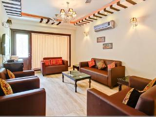 NEW MODERN APARTMENT SUPERB LOCATION, Nuova Delhi