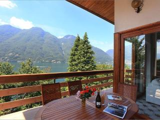 Offering direct access to the lakefront with boat mooring & peaceful natural surroundings to enj