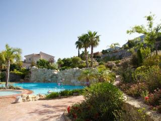 Nice house in Polop 4 p. Great views and lux. pool