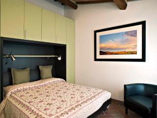 """La Rocca Romantica"" apartment for two guest in the heart of San Gimignano!"