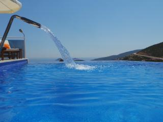 Luxurious Villa JaySea, heated pool and daily maid, Kalkan