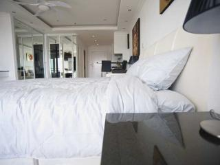 Luxury Studio Pattaya central - Seaview on Beach
