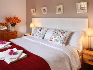 Ty Twt. Cottage by the sea. Romantic and perfect for couples and honeymoons