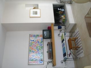 angolo della sala con camino